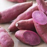Berikut manfaat ubi merah dan tiga bahan makanan lainnya untuk kecantikan kulit yang tampak jauh lebih cerah dan memesona. (Foto: iStockphoto)