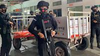 Pengamanan dipimpin langsung Dansatbrimob Polda Sulut Kombes Pol Bruri Soekotjo Adyakso Putro.