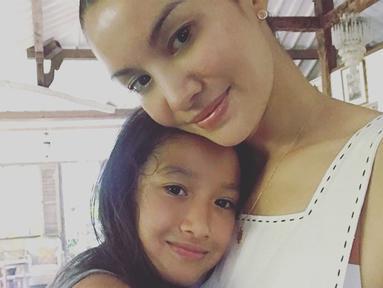 Nyla Koh memiliki paras cantik seperti sang ibu. Ia merupakan anak pertama dari pernikahannya dengan Desmond Koh. (Liputan6.com/IG/@nadyahutagalung)