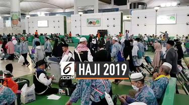 Bandar udara King Abdul Aziz memberangkatkan jemaah haji asal Batam pulang ke tanah air. Rombongan ini menjadi kloter terakhir jemaah Indonesia yang pulang dari Jeddah.