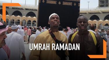 Paul Pogba dan Kurt Zouma rayakan bulan suci Ramadan dengan umrah di Tanah Suci. Ia membagikan momen saat berada depan Kakbah di media sosial.