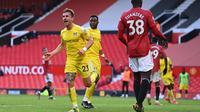 Bek Fulham, Joe Bryan, merayakan gol yang dicetaknya ke gawang Manchester United dalam laga pekan ke-37 Premier League di Old Trafford, Rabu (19/5/2021) dini hari WIB. Manchester United harus puas bermain imbang 1-1 dengan Fulham. (LAURENCE GRIFFITHS / POOL / AFP)