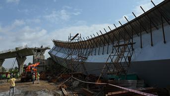 FOTO: Jembatan yang Sedang Dibangun Runtuh di Mumbai