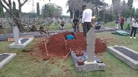 Liang lahat untuk jenazah mantan Ibu Negara Ani Yudhoyono di TMP Kalibata, Jakarta Selatan. (Liputan6.com/Yopi Makdori)