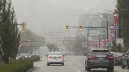 Sejumlah gedung tampak diselimuti kabut asap tebal di Vancouver, British Columbia, Kanada, 13 September 2020. Kabut asap kebakaran hutan AS yang terus tertiup ke Vancouver menyebabkan kota tersebut masuk dalam lima kota dengan kualitas udara terburuk di dunia. (Xinhua/Liang Sen)