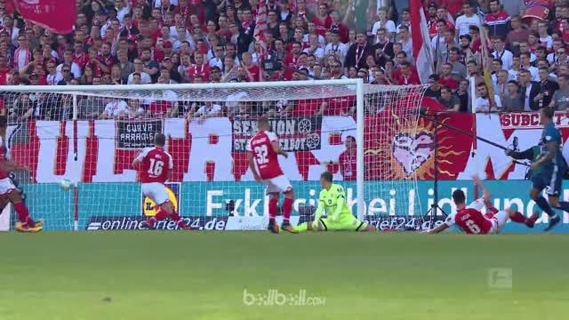 Berita video highlights Bundesliga 2017-2018 antara Mainz melawan Hamburg dengan skor 3-2. This video presented by BallBall.