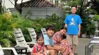 Ruben Onsu dan Keluarga Berjemur. (instagram.com/ruben_onsu)