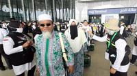 Sebanyak 449 jemaah haji Indonesia yang berasal dari embarkasi Surabaya, Jawa Timur tiba di Bandara Prince Mohamed bin Abdul Aziz pada Sabtu (6/7/2019), Darmawan/MCH