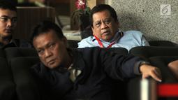 Anggota DPR Komisi X fraksi Demokrat, Djoko Udjianto berada di ruang tunggu untuk pemeriksaan di Gedung KPK, Jakarta, Rabu (13/2). Djoko Udjianto diperiksa sebagai saksi dengan tersangka Wakil Ketua DPR nonaktif Taufik Kurniawan. (Merdeka.com/Dwi Narwoko)