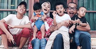 Punya empat anak laki-laki, Enno Lerian mengungkapkan serunya menjadi seorang ibu. (instagram/ennolerian_)