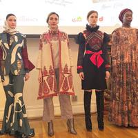 4 desainer Indonesia, Dian Pelangi, Itang Yunasz, Alleira Batik, dan 2 Madison Avenue akan memamerkan busana rancangannya di New York Fashion Week