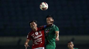 FOTO: PS Sleman Imbangi Tanpa Gol Bali united di Babak Pertama - Fadiil Sausu; Arthur Daniel Irawan