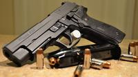 Pistol produksi Sig Sauer (Wikimedia Commons)