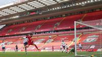 Liverpool meraih kemenangan 2-1 atas Aston Villa pada laga pekan ke-31 Premier League di Stadion Anfield, Sabtu (10/4/2021) malam WIB. (Clive Brunskill/POOL/AFP)