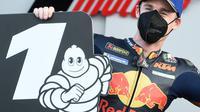 Pol Espargaro merayakan keberhasilan rebut pole di MotoGP Eropa (Jose Jordan/AFP)