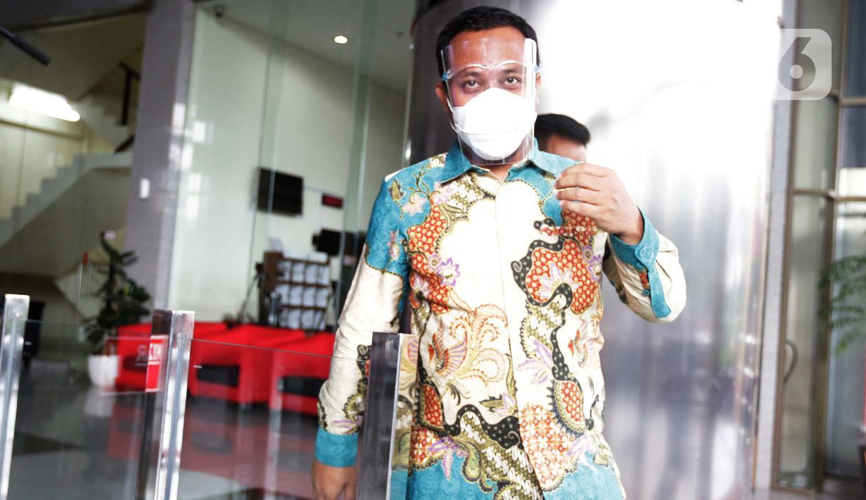 Plt Gubernur Sulawesi Selatan, Andi Sudirman Sulaiman usai menjalani pemeriksaan di gedung Merah Putih KPK, Jakarta, Rabu (2/6/2021). Andi S Sulaiman diperiksa sebagai saksi terkait dugaan suap perizinan dan pembangunan infrastruktur di Pemprov Sulsel 2020-2021. (Liputan6.com/Helmi Fithriansyah)
