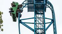 Panjang lintasan roller coaster ini mencapai 427 meter dengan kemiringan mencapai 97 derajat.