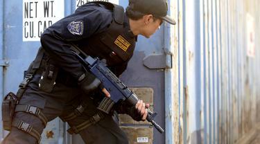 Petugas Bea Cukai Ringkus Ratusan Ribu Batang Rokok Berpita Cukai Palsu