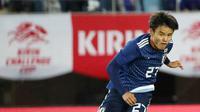 Gelandang Timnas Jepang, Takefusa Kubo, saat laga persahabatan melawan El Savador di Hitomebore Stadium Miyagi, Rifu (9/6/2019). (AFP/Jiji Press)