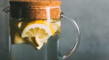 Minum Air Lemon Dingin Bisa Bantu Turunkan Berat Badan Lebih Cepat Beauty Fimela Com