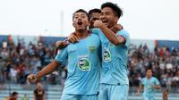 Persela merayakan gol ke gawang PSM di Stadion Surajaya, Lamongan (7/12/2019). (Bola.com/ Aditya Wany)