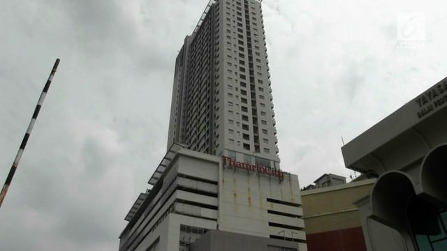 Seorang wanita nekat loncat dari Apartemen Thamrin City, Jakarta.