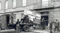 Komputer monster yang diangkut menggunakan truk. (Norfolk Record Office/norfolk.gov.uk)
