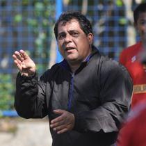 Pelatih baru Arema FC, Carlos Carvalho de Oliveira. (Iwan Setiawan/Bola.com)