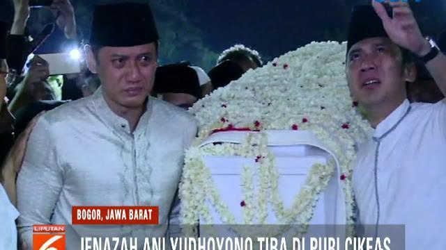 Presiden keenam RI SBY menyapa dan menerima ucapan belasungkawa dari tamu yang hadir termasuk Presiden Jokowi dan Presiden Ketiga RI B.J Habibie.
