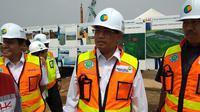 Menhub Budi Karya meninjau pembangunan runway ke-3 di Bandara Soetta (Dok Foto: Maulandy Rizky Bayu Kencana/Liputan6.com)
