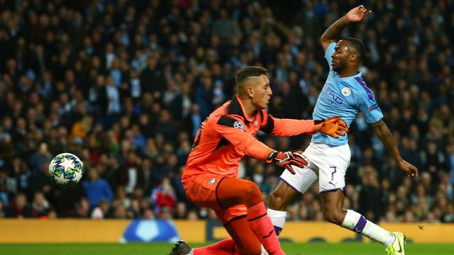 Sterling Hattrick, Manchester City Bantai Atalanta 5-1