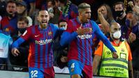 Barcelona hanya mampu bermain imbang 1-1 kontra Granada pada laga pekan kelima La Liga di Camp Nou, Selasa (21/9/2021) dini hari WIB. Gol Ronald Araujo pada menit akhir menyelamatkan Barca dari kekalahan. (AP Photo/Joan Monfort)