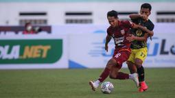 Barito Putera bukan tanpa serangan, skuat asuhan Djajang Nurdjaman bermain mengandalkan serangan balik meskipun belum berbuah gol. Hingga babak pertama berakhir, skor kacamata masih menghiasi babak pertama pertandingan antara Borneo FC melawan Barito Putera. (Bola.com/Bagaskara Lazuardi)