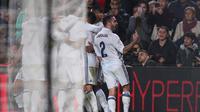 Dani Carvajal acungkan jari tengah ke fans Barcelona. (Reuters)
