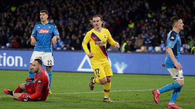 Pemain Barcelona Antoine Griezmann (tengah) melakukan selebrasi usai mencetak gol ke gawang Napoli pada pertandingan babak 16 besar Liga Champions di San Paolo Stadium, Naples, Italia, Selasa (25/2/2020). Pertandingan berakhir dengan skor 1-1. (Alfredo Falcone/Andrew Medichini)