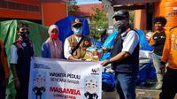 Pemberian bantuan PT Waskiyta Karya (Persero) kepada korban banjir bandang di Luwu Utara, Sulawesi Selatan (dok: Waskita)