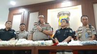 Polda Jatim menggagalkan peredaran narkoba yang dilakukan warga negara asing (WNA) asal Malaysia. (Foto: Liputan6.com/Dian Kurniawan)