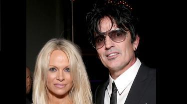Pamela Anderson bertemu dengan mantan suaminya Tommy Lee (E! Online)