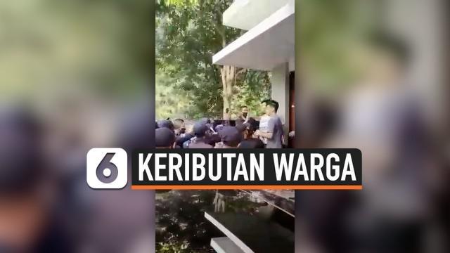 Sebuah video serombongan satpam perumahan menggeruduk sebuah rumah menjadi viral di media sosial.Satpam tersebut meminta salah satu warga memindahan belasan mobil yang terparkir di cluster perumahan, karena mengganggu warga lainnya.