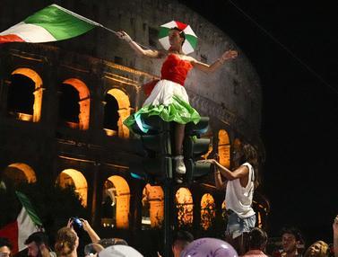 Foto Piala Eropa: Football is Coming Rome! Potret Momen Suka Cita Pendukung Italia