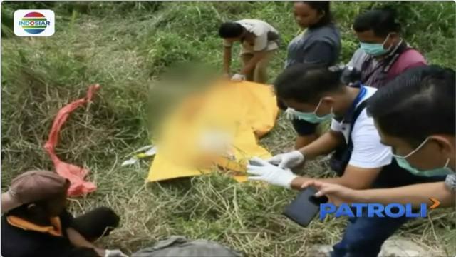 Sesosok jenazah perempuan ditemukan di dalam parit, kondisinya mulai membusuk dan terikat tali.