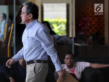Eks Kepala Badan Penyehatan Perbankan Nasional (BPPN) Glen Muhammad Surta Yusuf usai menjalani pemeriksaan di Gedung KPK, Jakarta, Rabu (10/7/2019). Glen diperiksa untuk tersangka Sjamsul Nursalim terkait dugaan korupsi penerbitan surat keterangan lunas (SKL) BLBI. (merdeka.com/Dwi Narwoko)