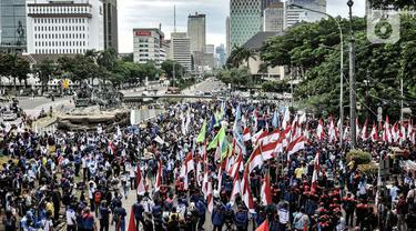 Aksi Ratusan Buruh Tolak UU Cipta Kerja