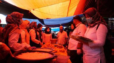 Tim gabungan dari beberapa SKPD di Garut, Jawa Barat melakukan sidak serta uji klinis kesehatan bahan pangan yang beredar di beberapa pasar di Garut menjelang Idul Fitri 1442 H.