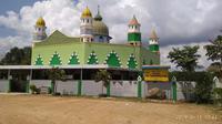 Masjid Al Mardhotillah, berawal dari sebuah surau atau musala kecil berdinding papan. Tempat yang jauh dari pemukiman namun selalu ramai jemaah. (foto: Liputan6.com / ajang nurdin)