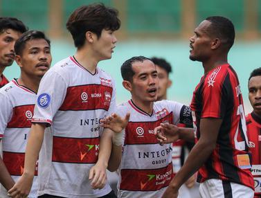Foto: Dua Kali tertinggal, Persipura Akhirnya Imbangi Madura United 2-2 di BRI Liga 1