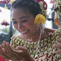 Dominique Diyose, perempuan yang berprofesi sebagai aktris dan model ini telah menggelar upacara Mitoni atau Tingkeban sebagai bentuk perayaan tujuh bulanan di masa kehamilannya. (Instagram/dominiquediyose)