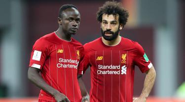 Pasangan Mohamed Salah dan Sadio Mane merupakan duet yang berhasil mengantarkan Liverpool menyabet gelar Liga Inggris musim 2019/2020. Mereka berhasil menjadi penyerang yang tajam dengan torehan 30 gol untuk The Reds pada musim tersebut. (Foto: AFP/Karim Jaafar)