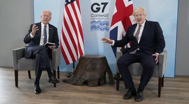 Pertemuan antara Presiden Joe Biden dan Perdana Menteri Inggris Boris Johnson selama pertemuan bilateral menjelang KTT G7, Kamis (10 Juni 2021) di Carbis Bay, Inggris. (Foto AP/Patrick Semansky)