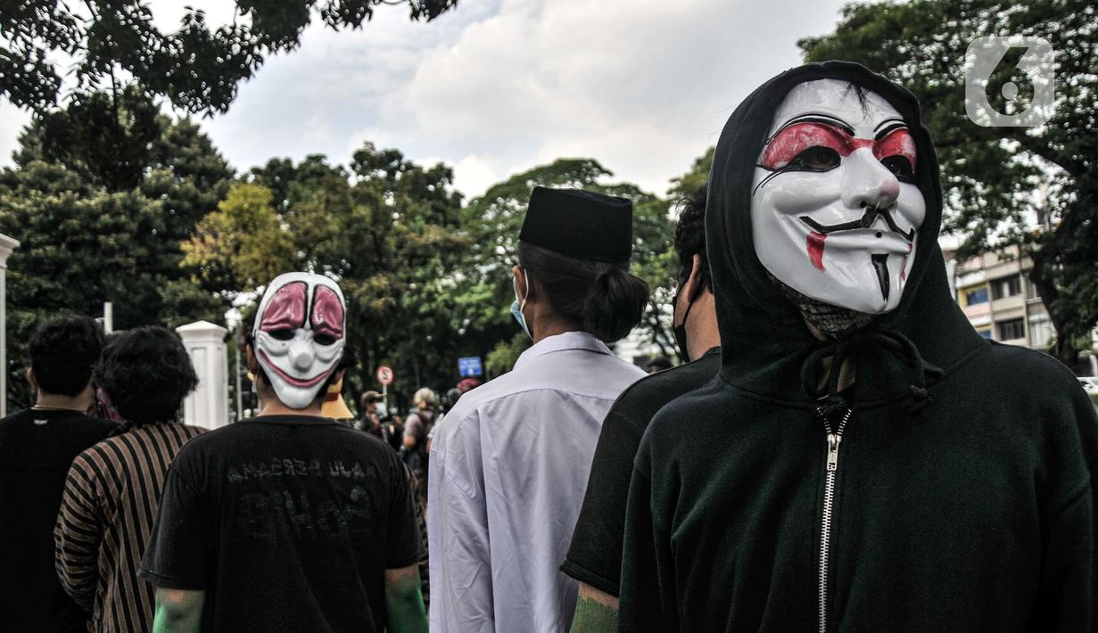 Massa yang tergabung dalam Asosiasi Petani Tembakau Indonesia saat aksi unjuk rasa di depan Kantor Sekretariat Negara, Jakarta, Senin (20/9/2021). Dalam aksi tersebut massa menolak rencana pemerintah menaikan tarif Cukai Hasil Tembakau (CHT) pada 2022. (merdeka.com/Iqbal S. Nugroho)